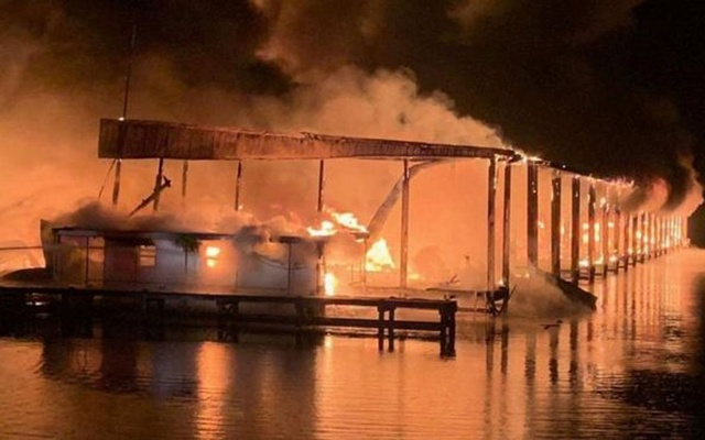 A row of boats are engulfed in flames after catching fire at the marina in Scottsboro, Alabama, US Jan 27, 2020. Southern Torch via REUTERS
