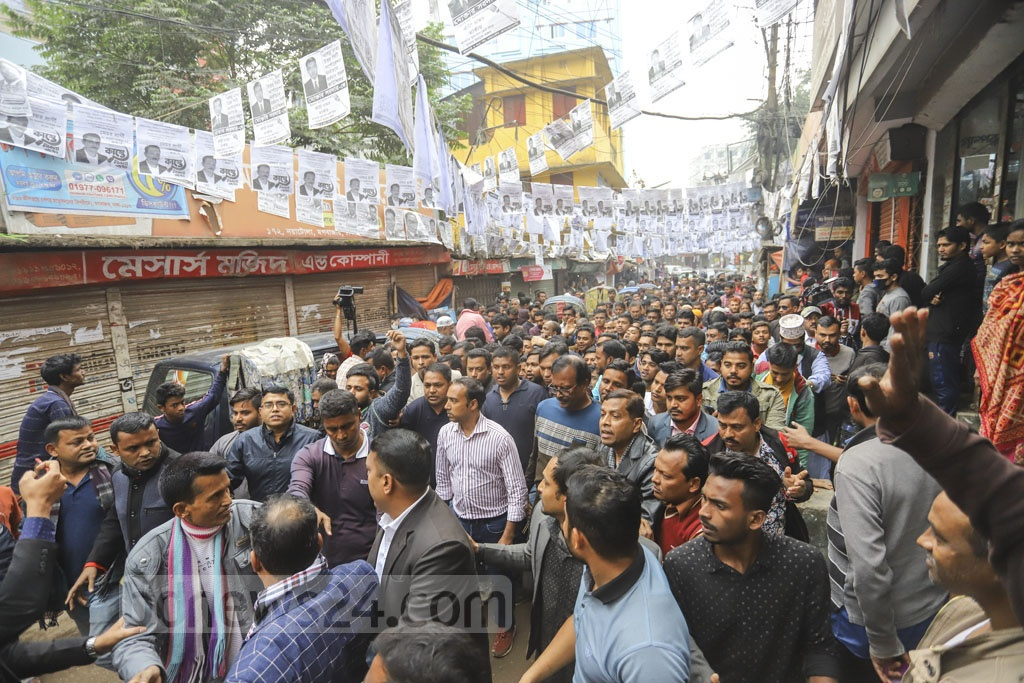 Tabith Awal, the BNP's mayoral candidate in the North, campaigning at Noyatola in Moghbazar on Wednesday.