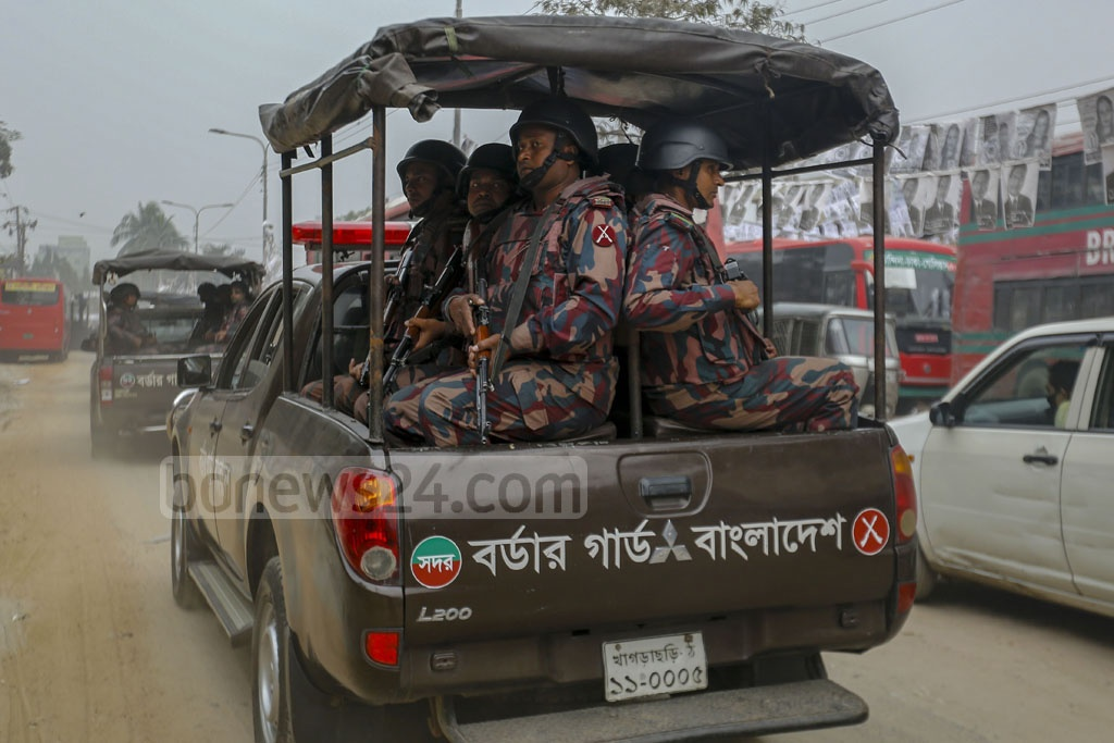 BGB personnel patrolling the streets in Motijheel on Thursday ahead of the elections to the two city corporations in Dhaka. Photo: Mahmud Zaman Ovi