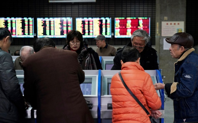 Investors look at computer screens showing stock information at a brokerage house in Shanghai, China January 16, 2020. REUTERS