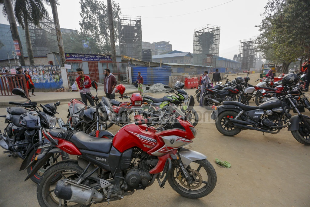 Police stopped motorbikes in Farmgate on Friday amid a ban on the two-wheelers on Friday due to Dhaka city polls. Photo: Mahmud Zaman Ovi