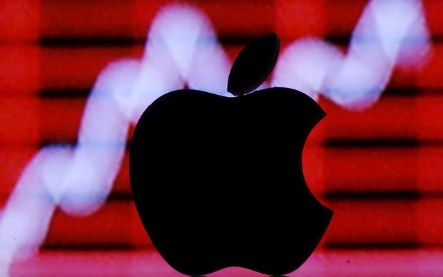 A 3D printed Apple logo is seen in front of a displayed stock graph in this illustration taken Feb 26, 2016. REUTERS