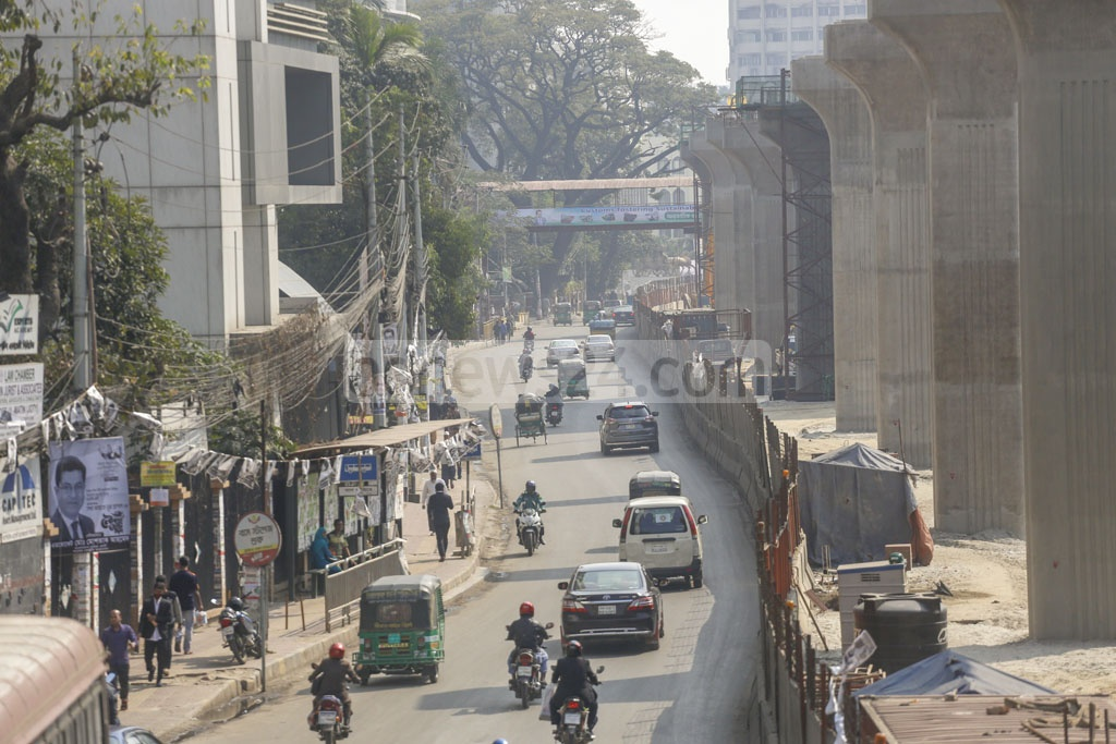 Vehicular movement across the capital was quite normal on Sunday during the first shutdown of the year called by BNP protesting against alleged 'electoral fraud' in Dhaka city polls. Photo: Mahmud Zaman Ovi