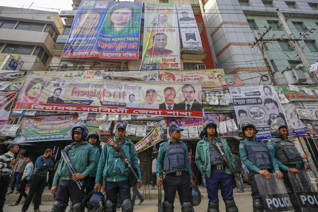 Law enforcers deployed in front of the BNP's central office in Naya Paltan on Sunday during the first shutdown of the year protesting against alleged 'electoral fraud' in Dhaka city polls. Photo: Mahmud Zaman Ovi
