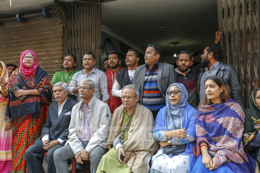 Several BNP activists, including Secretary General Mirza Fakhrul Islam Alamgir and Senior Joint Secretary General Ruhul Kabir Rizvi, sat in front of the party's central office in Naya Paltan on Sunday in support of the strike. Photo: Mahmud Zaman Ovi