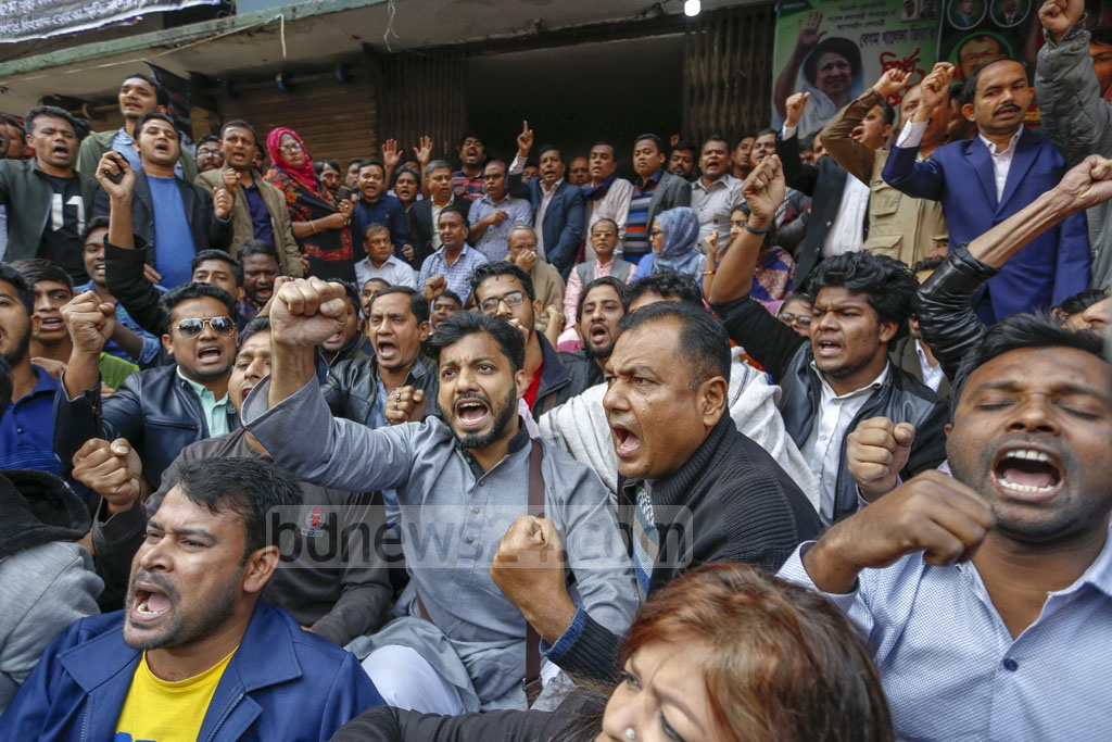 Ishraque Hossain, the BNP-endorsed mayoral candidate for Dhaka South City Corporation, joined party leaders and activists in front of the party's central office in Naya Paltan to observe the first shutdown of the year protesting alleged 'electoral fraud' in Dhaka city polls. Photo: Mahmud Zaman Ovi