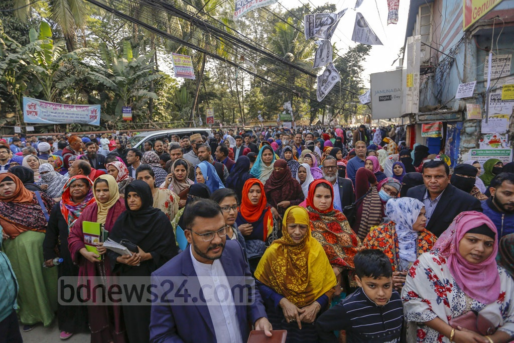 Guardians of SSC examinees waiting outside the Tejgaon Government High School centre in Dhaka on Monday. Photo: Mahmud Zaman Ovi