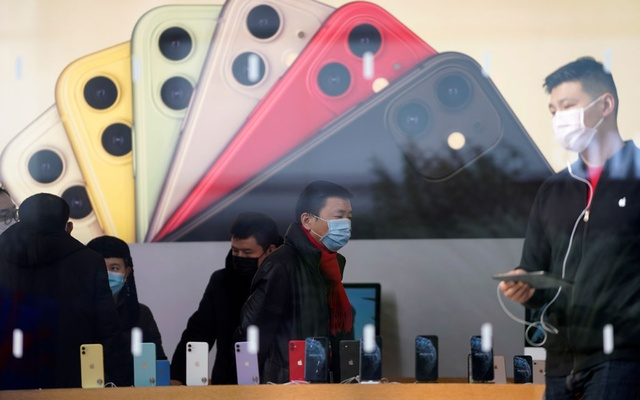 People wearing protective masks are seen in an Apple Store, as China is hit by an outbreak of the new coronavirus, in Shanghai, China, January 29, 2020. Reuters