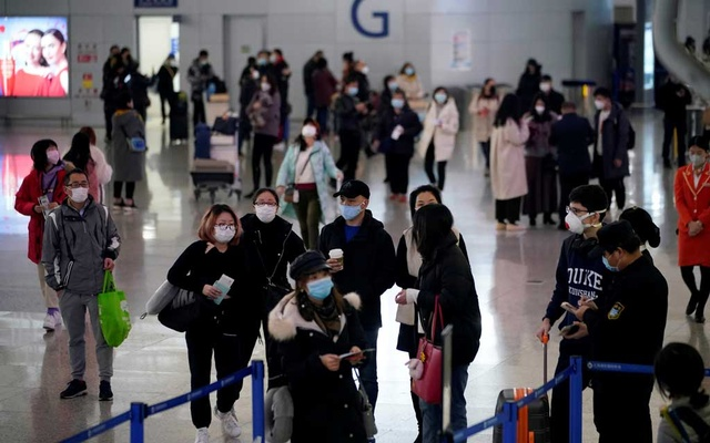 Passengers wearing masks are seen at Pudong International Airport in Shanghai, China Jan 27, 2020. REUTERS