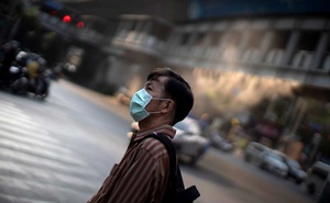 A man wearing a protective face mask is seen in Bangkok, Thailand, Feb 5, 2020. REUTERS
