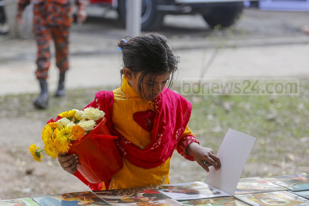 The Amar Ekushey Book Fair has provided 'Boishakhi', a little girl who sells flower at the Suhrawardy Udyan, with the opportunity to see illustrated books.