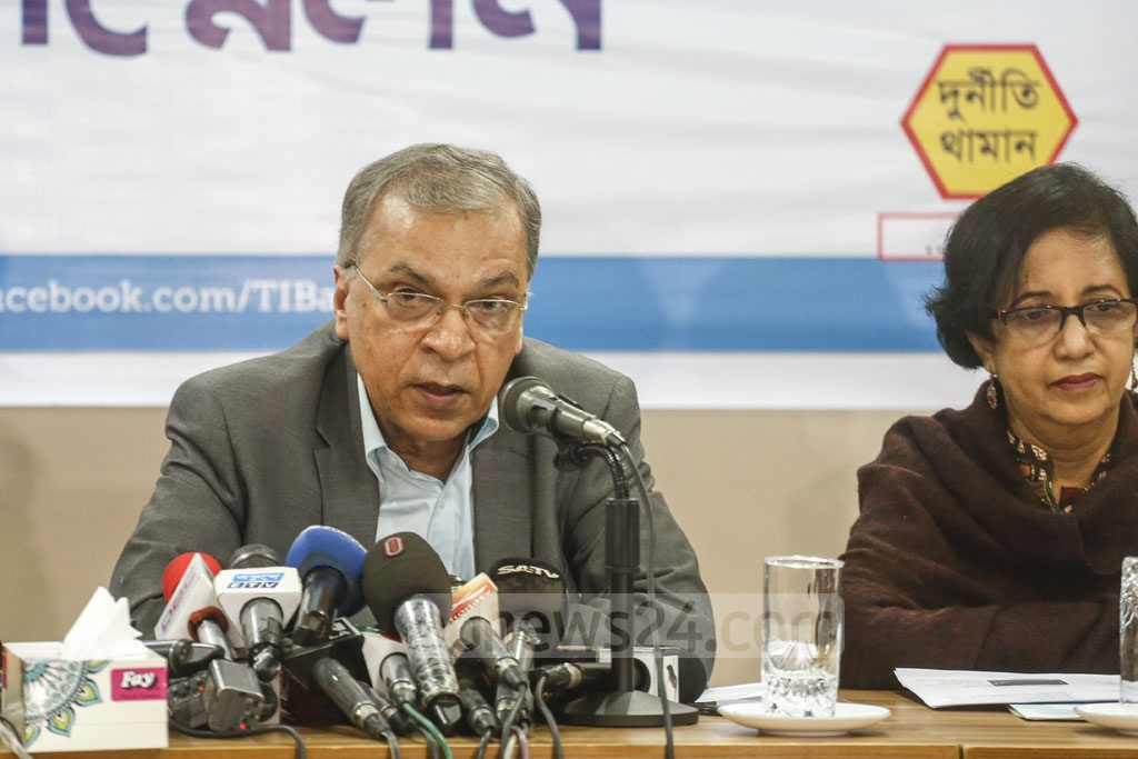 TIB Executive Director Iftekharuzzaman speaking during the launch of a report on foreign nationals working in Bangladesh at the capital's MIDAS centre in Dhanmondi on Wednesday. Photo: Mahmud Zaman Ovi