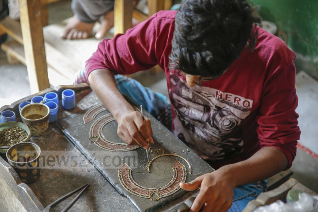 Some are making jewellery at home while others have opened up small workstations. Photo: Mahmud Zaman Ovi