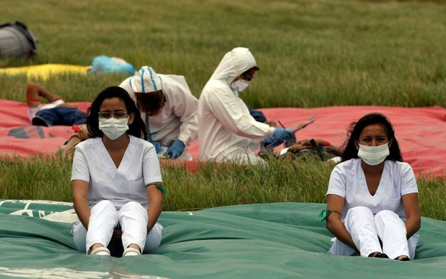 Personnel from the health ministry participate in a drill to prepare for the potential arrival of passengers infected with the coronavirus at the Viru Viru International Airport, in Santa Cruz, Bolivia, Feb 6, 2020. REUTERS