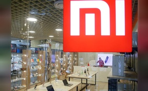 The logo of Xiaomi is seen outside the brand's store in central Kiev, Ukraine Aug 7, 2018. REUTERS/FILE