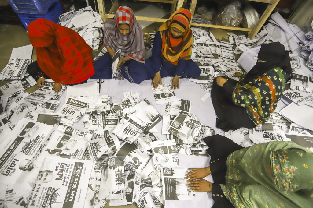 Volunteers of Bidyanondo making small packets from Dhaka polls campaign posters at its office in Mirpur's Pallabi for distribution of Iftar during Ramadan. Photo: Asif Mahmud Ove