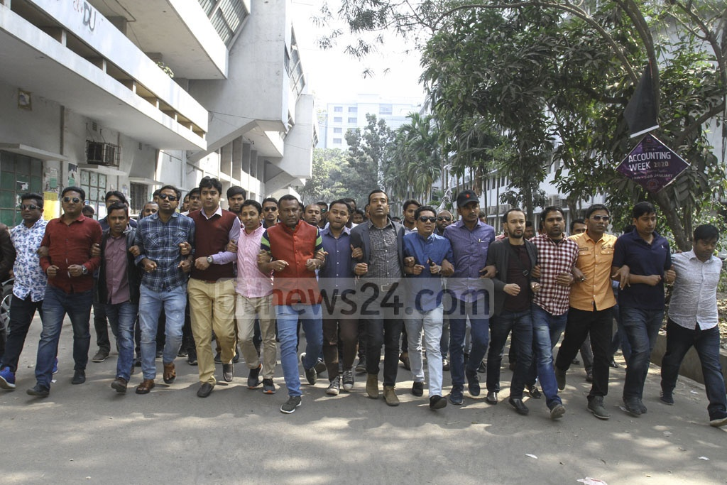 The BNP's student affiliate organisation Chhatra Dal staging a procession for the release of party Chairperson Khaleda Zia on the Dhaka University campus on Monday.