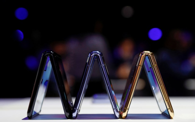 A trio of Samsung Galaxy Z Flip foldable smartphones is seen during Samsung Galaxy Unpacked 2020 in San Francisco, California, US February 11, 2020. REUTERS