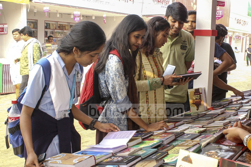 Book lovers crowding a stall at the Ekushey Book Fair at the capital's Suhrawardy Udyan on Monday.