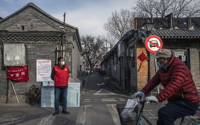 A volunteer in Beijing guards the entrance to a residential street on Tuesday, Feb 18, 2020. The New York Times