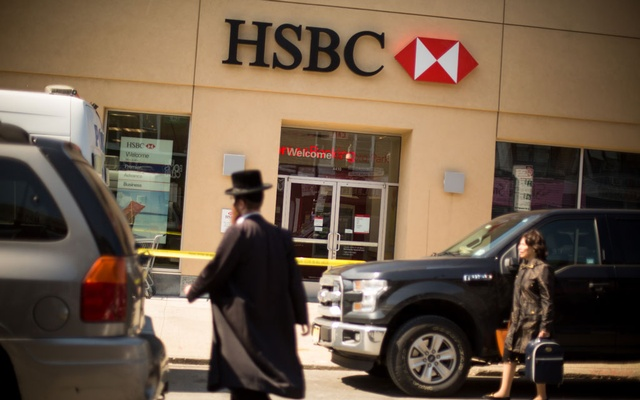 FILE-- Pedestrians pass an HSBC bank in Brooklyn, New York, April 11, 2016. (Michael Nagle/The New York Times)