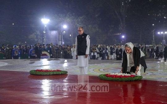 President Abdul Hamid and Prime Minister Sheikh Hasina paying tribute to Language Movement martyrs at the Central Shaheed Minar in Dhaka on the first hour of Friday.
