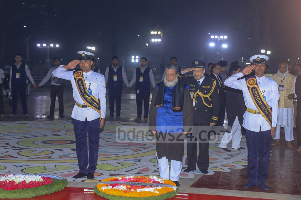 Deputy Speaker Fazle Rabbi Miah paying tribute to Language Movement martyrs at the Central Shaheed Minar in Dhaka on Friday.