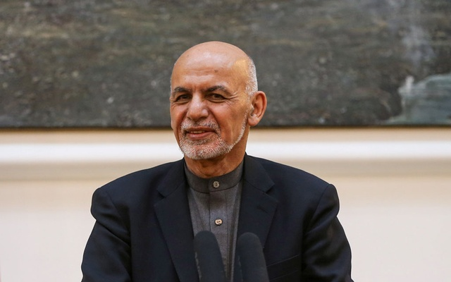 FILE PHOTO: Afghanistan's president Ashraf Ghani and German Defence Minister Annegret Kramp-Karrenbauer (not pictured) attend a news conference in Kabul, Afghanistan Dec 3, 2019. REUTERS