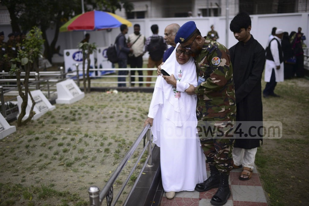 Relatives of army officers, who were killed in the BDR mutiny 11 years ago, break down in tears while paying respects to their loved ones at Dhaka's Banani Graveyard on Tuesday.