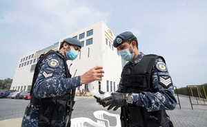 Kuwaiti special forces wearing protective masks are seen at the entrance to a hotel where people evacuated from Iran are being held in quarantine, in Fahaheel, Kuwait February 24, 2020. Reuters