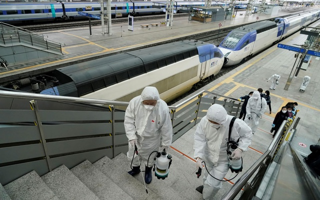 Employees from a disinfection service company sanitise the floor of Seoul Railway Station in Seoul, South Korea, Feb 25, 2020. REUTERS