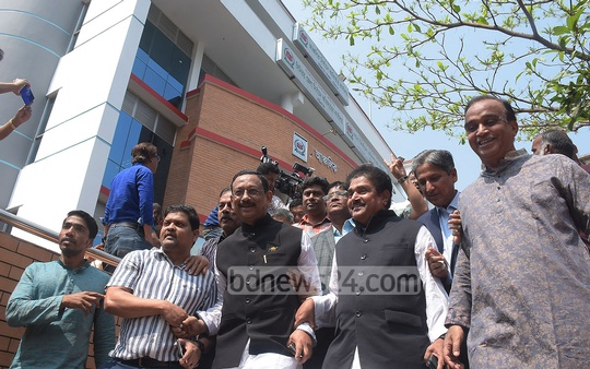 The Awami League-backed candidate M Rezaul Karim Chowdhury, accompanied by outgoing mayor AJM Nasir Uddin, submitting his nomination paper on Thursday for the Chattogram City Corporation mayor election. Photo: Suman Babu