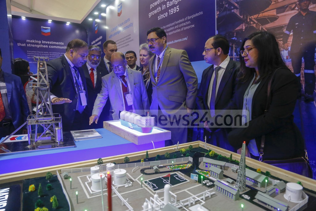 Industries Minister Nurul Majid Mahmud Humayun visited several stalls after the inauguration of US Trade Show 2020 at the Pan Pacific Sonargaon Hotel in Dhaka on Thursday. Photo: Mahmud Zaman Ovi