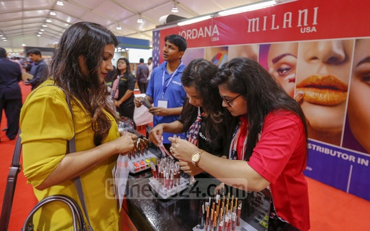 Visitors check products presented by several US-based companies at 27th US Trade Show at the Pan Pacific Sonargaon Hotel in Dhaka on Thursday. Photo: Mahmud Zaman Ovi