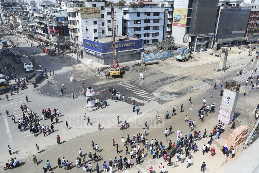 Gas line leaks at Housebuilding in Dhaka's Uttara created panic, forcing the authorities to briefly suspend traffic on Friday.