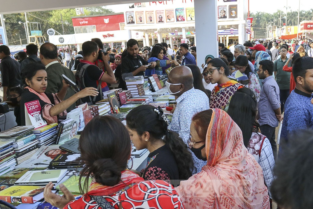 Readers visit the stalls at the Ekushey Book Fair in Dhaka on the final day on Saturday.
