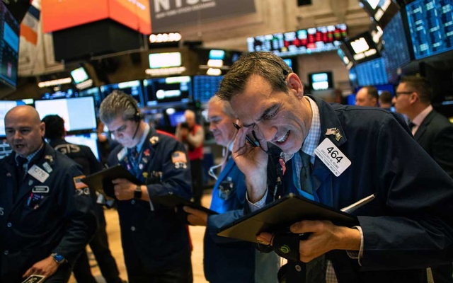 Traders on the floor of the New York Stock Exchange on Friday morning, Feb 28, 2020. Panic in the stock market over the spreading coronavirus continued into a seventh day on Friday, with shares in the United States tumbling following steep declines in Asia and Europe. (Jeenah Moon/The New York Times)