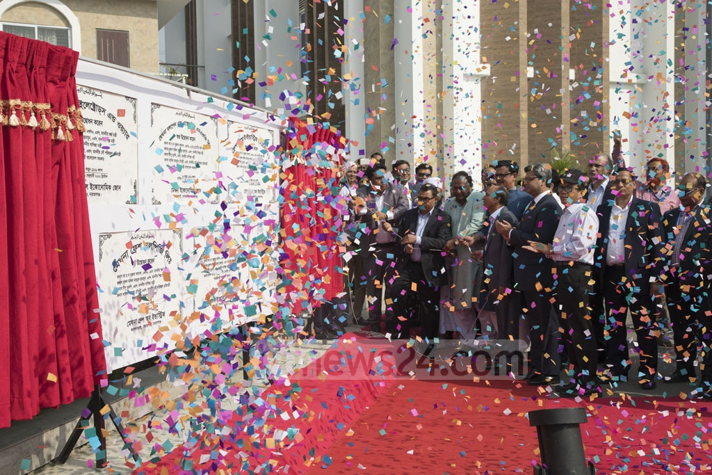 Finance Minister AHM Mustafa Kamal, Commerce Minister Tipu Munshi and other guests inaugurated nine factories of Meghna Group of Industries at Meghna Industrial Economic Zone in Sonargaon on Saturday. Photo: Mostafigur Rahman