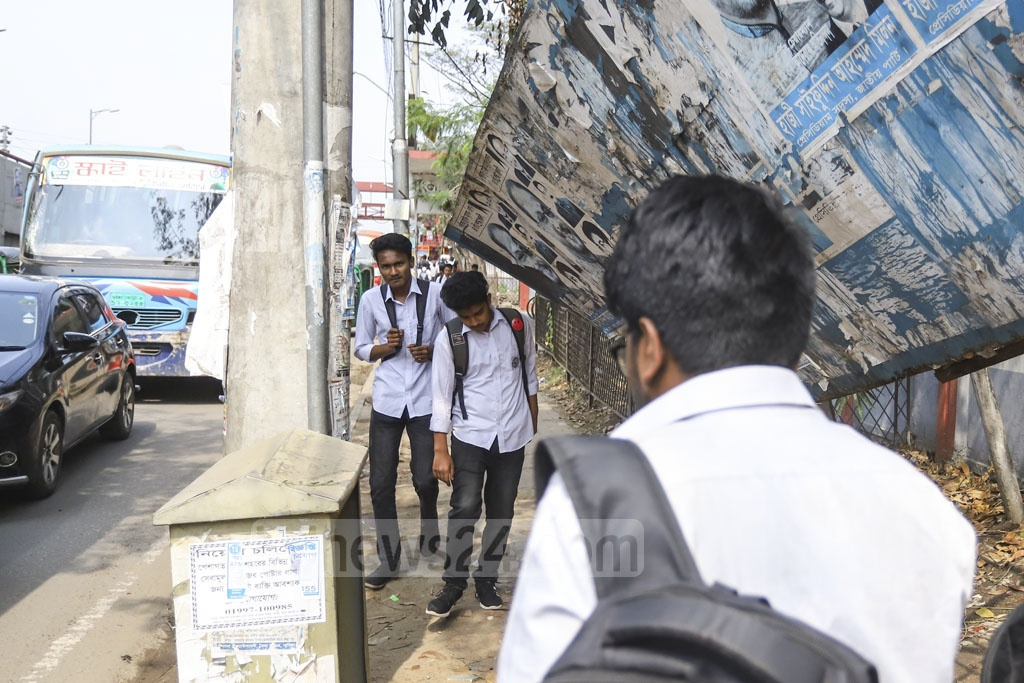 A passenger shed got broken at the Satrasta intersection in Dhaka's Tejgaon. The unutilised shed may cause fatal accidents any time. Photo: Asif Mahmud Ove