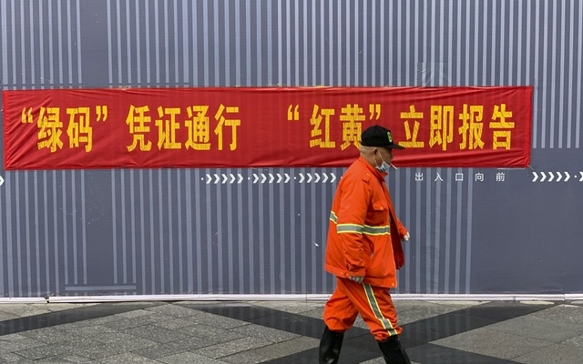 """In an undated photo from Paul Mozur, a propaganda-style banner reminding travellers of the rules at the subway in Hangzhou, China. The banners read: """"Green code, travel freely. Red or yellow, report immediately."""" A new system uses software to dictate quarantines — and appears to send personal data to police, in a troubling precedent for automated social control. The New York Times"""