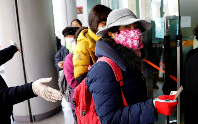People stand in a queue to buy face masks at a post office, after a shortage of masks amid the rise in confirmed cases of the novel coronavirus disease COVID-19, in Daegu, South Korea, Mar 4, 2020. REUTER