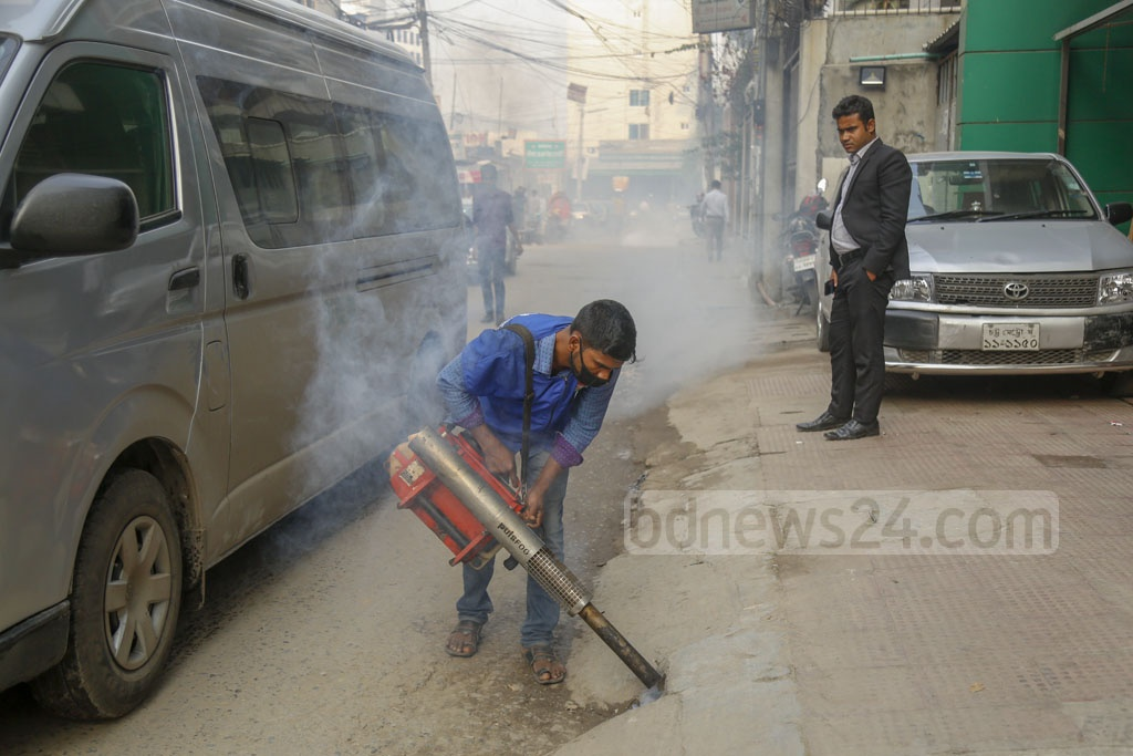 A worker of Dhaka North City Corporation spraying mosquito repellants in Dhaka's Baridhara on Wednesday as part of efforts to contain the surging menace. Photo: Mahmud Zaman Ovi