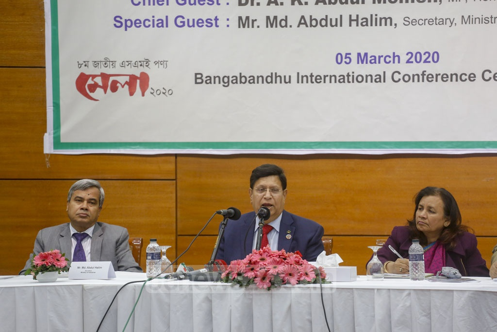 Foreign Minister AK Abdul Momen speaks at a discussion session on the second day of nine-day long National SME Product Fair 2020 at the Bangabandhu International Conference Centre in Dhaka on Thursday. Photo: Mahmud Zaman Ovi