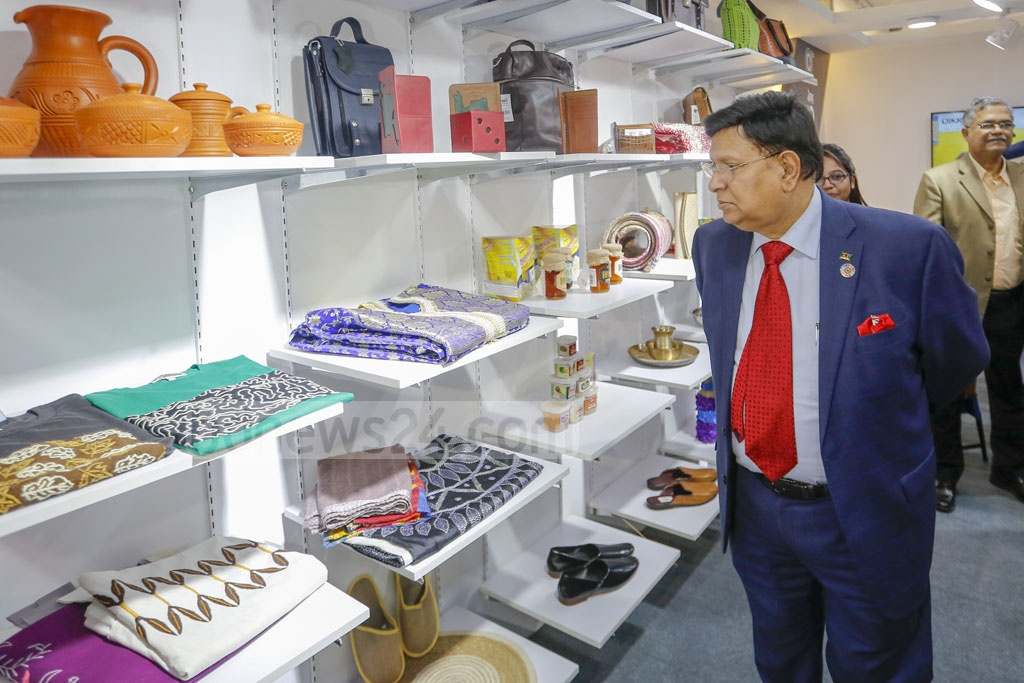 Foreign Minister AK Abdul Momen visited several stalls at National SME Product Fair 2020 at the Bangabandhu International Conference Centre in Dhaka on Thursday. Photo: Mahmud Zaman Ovi
