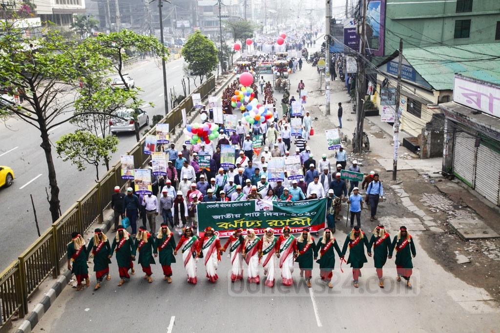 The jute and textile ministry took out a procession in Dhaka on Friday to celebrate the National Jute Day themed this year on the centenary of Bangabandhu Sheikh Mujibur Rahman.