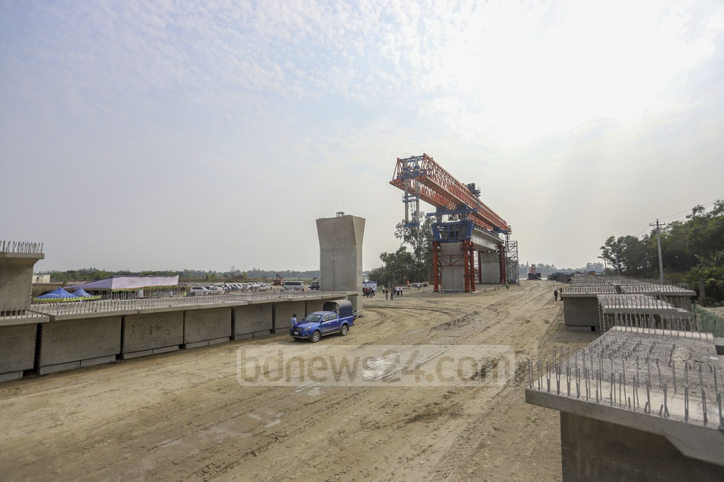 The work to construct a link road of the Padma Bridge Project is under way at Polashpur in Munshiganj. Photo: Asif Mahmud Ove