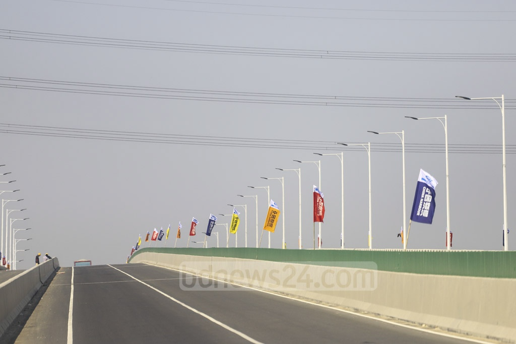 The Dhaka-Mawa stretch of the expressway is decorated with colours ahead of inauguration. Photo: Asif Mahmud Ove