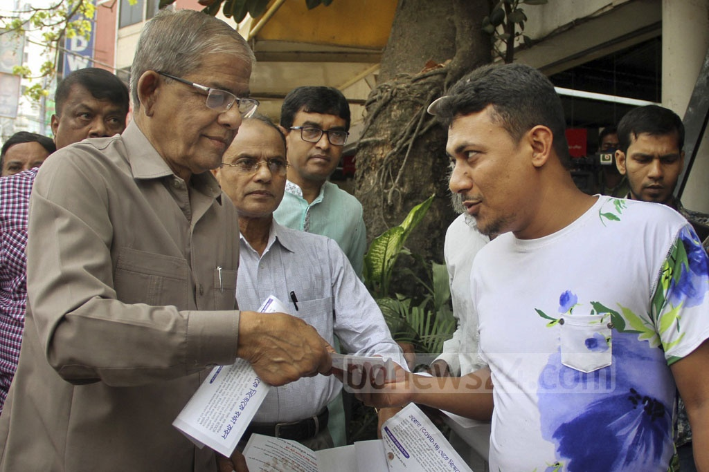 BNP Secretary General Mirza Fakhrul Islam Alamgir gave leaflets to pedestrians, drivers and passengers at Naya Paltan in Dhaka on Thursday to raise awareness about the new coronavirus.