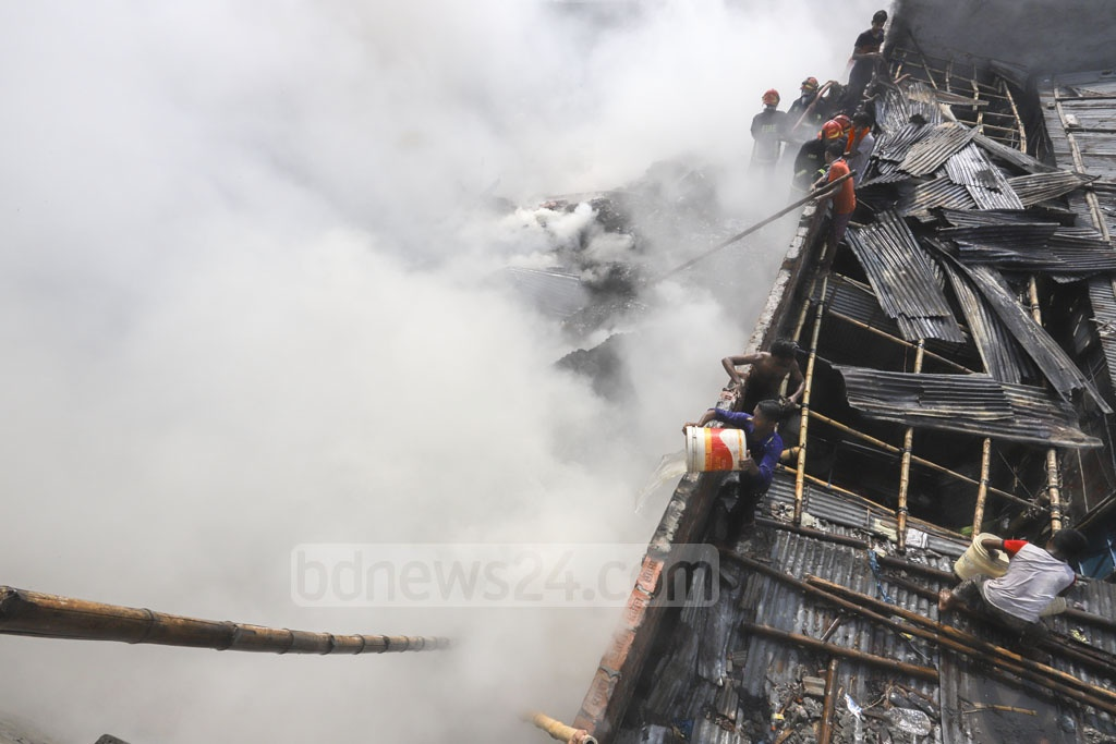 A fire engulfed a warehouse used for storing 'Jhut', a local term for scraps produced in apparel factories, in Dhaka's Mirpur-10 on Saturday. Photo: Asif Mahmud Ove