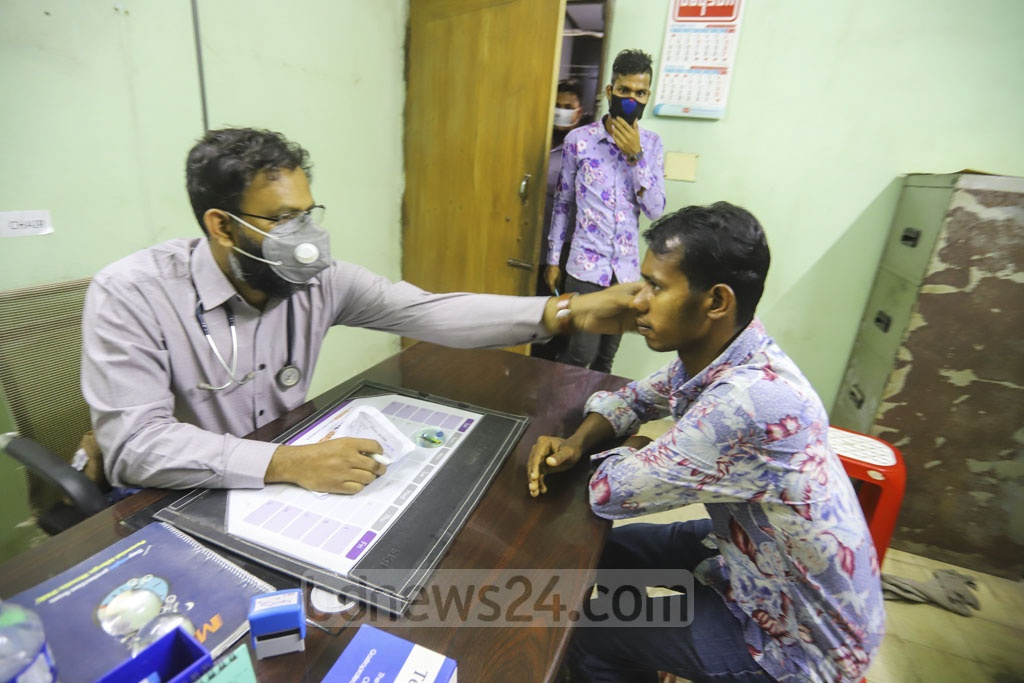 A doctor wears a mask as he treats a patient with a disease other than flu at the Shaheed Suhrawardy Medical College Hospital in Dhaka. The hospital has launched over-the-counter services for flu patients amid a global coronavirus outbreak. Photo: Asif Mahmud Ove